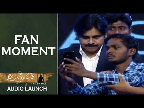 Fan-Takes-Selfie-With-Pawan-Kalyan