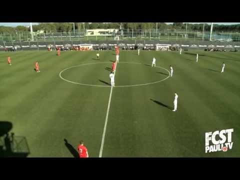 fcstpauli.tv: Julian Koch trifft aus dem Mittelkreis! Nach 5 Sekunden | ELBKICK.TV
