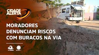 Moradores denunciam riscos com buracos na via