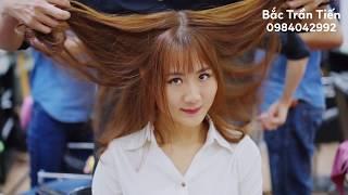 Dáng tóc giúp tạo hiệu ứng khuôn mặt gọn lại. Uốn phồng chân tóc! Màu nâu vàng!