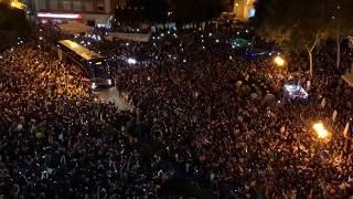 El BRUTAL recibimiento al Valencia en Mestalla vs Barcelona , no cabe un alma !!