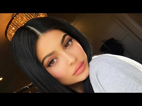 Kylie Jenner Confirms Engagement To Travis Scott With Huge Diamond Ring