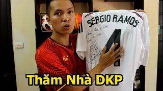 Thử Thách Bóng Đá thăm nhà của Đỗ Kim Phúc xem Tủ Bóng và áo có chữ ký Sergio Ramos ở Việt Nam