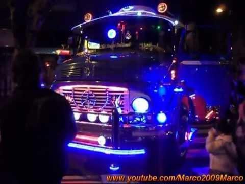 Camión 1114 tuneado - Tiburon Azul - en Expo Club Amigos Del Bondi junto a La Noche De Los Museos