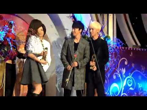 [FANCAM] 121128 f(x) & Super Junior at The 19th Korean Entertainment Arts Awards