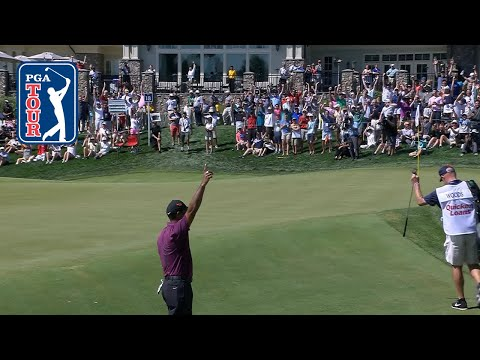 Tiger Woods chips in to birdie No. 18 at Quicken Loans 2018