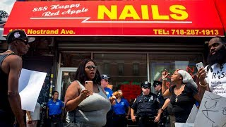 Tiệm nail tại New York bị biểu tình đòi đóng cửa sau vụ đánh nhau - YouTube