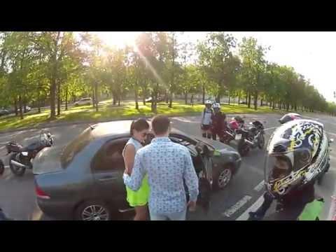 Јако изненадување за време на уличната тепачката помеѓу возачот и група моторџии