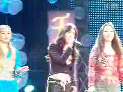 Zhang Li Yin (ft two other ladies) - Timeless (live)