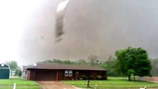 Close up of Oklahoma's May 20, 2013 F5 Tornado