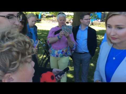 Knattereporter Filip intervjuar Ebba Busch Thor (KD)  i Almedalen 2017
