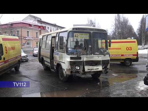 Два человека пострадали в ДТП с рейсовым автобусом в Архангельске