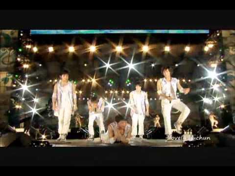 Junsu's butt makes Jaejoong laugh while singing!?