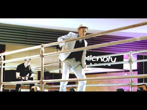 ExtravaDansa.net: Fashion Show in the AIR