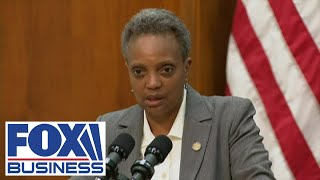 Chicago mayor, police hold press conference after crime strikes downtown