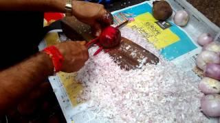 Must watch Awesome Onion Cutting Skills - Mumbai Streets