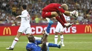 Những pha hài hước 'khó đỡ' của Balotelli.Full