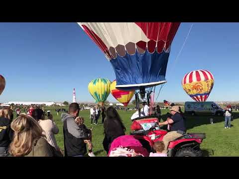 Balloon landing on opening day of 2018 Ballon Fiesta