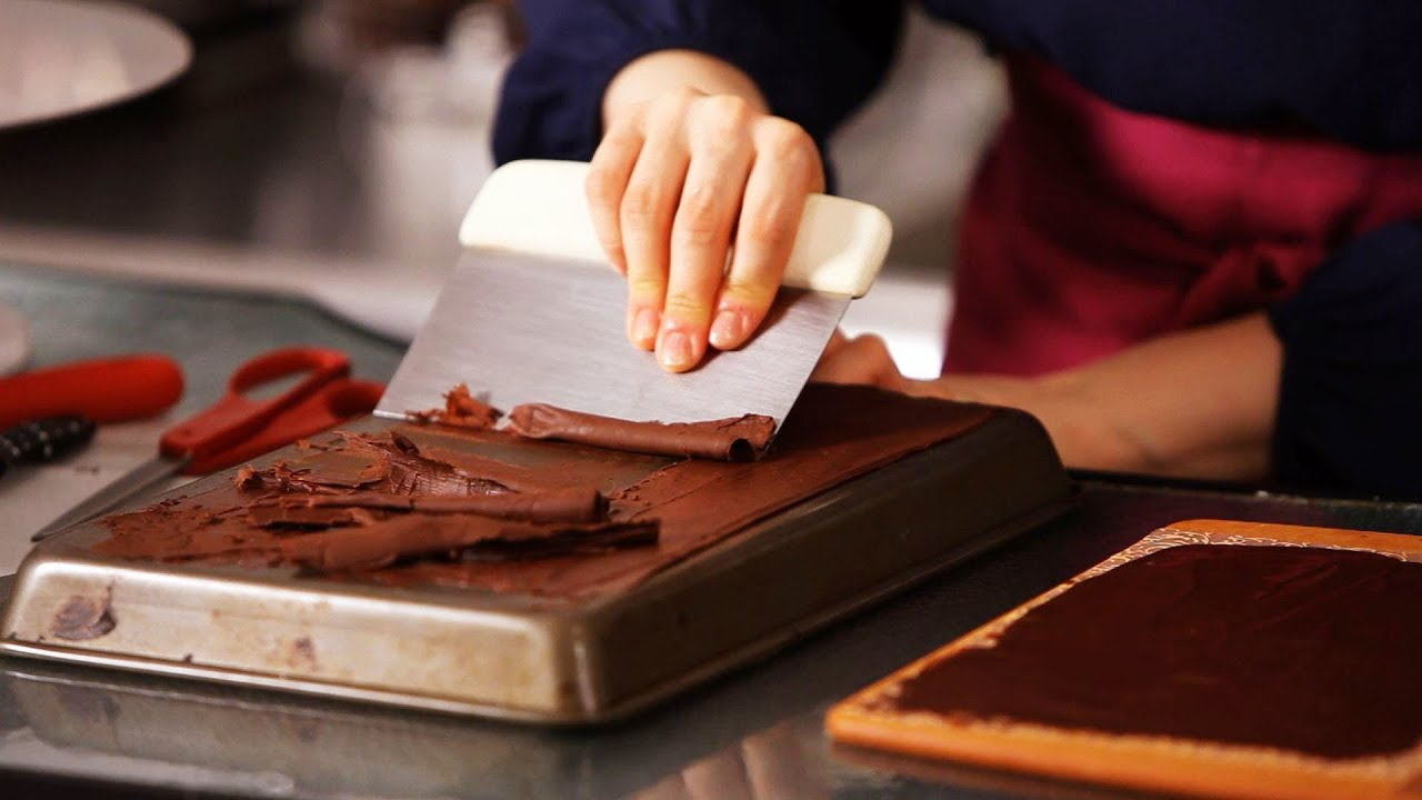 Making Chocolate Curls For Cakes