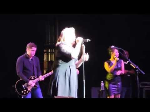 Baixar Kelly Clarkson - Shake It Off (Taylor Swift Cover) (Buffalo 10/25/14)