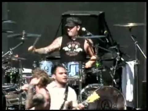 Atreyu - Falling Down Live 2008 Weenie Roast High Quality Pro Shot by 0mitchrocks0