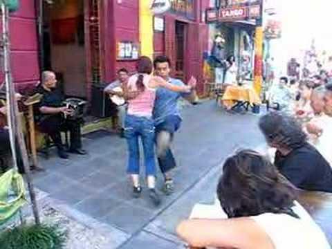 Milongueando en Buenos Aires (Caminito)