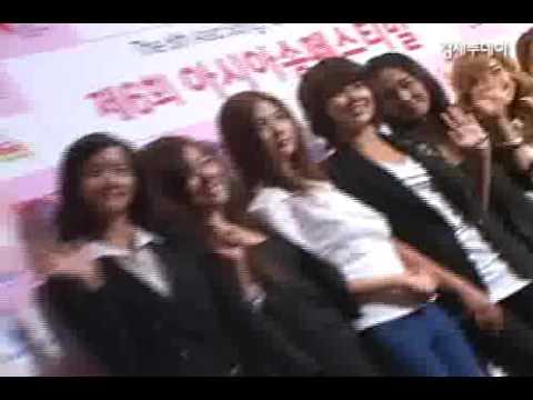 GACKTは韓国語で、少女時代は4ヶ国語で挨拶