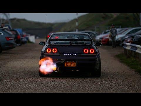 Nissan Skyline R33 GTS-T - INSANE Flames & Burnouts !