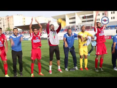 فرحة لاعبي الوداد بعد تحقيق لقب البطولة 2017 بأسفي