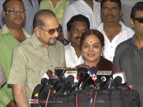 Super-Star-Krishna-Garu-watching-Brahmotsavam-Movie-at-Prasad-lab