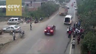 بالفيديو.. فتاة تهرب من الموت 4 مرات فى ثانية واحدة