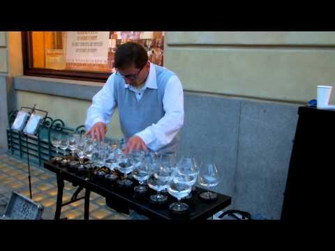 Тоа што овој човек може да го направи со неколку чаши вода ќе ве остави без здив