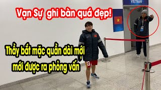 HLV Mai Đức Chung yêu cầu Vạn Sự mặc quần dài dù muộn phỏng vấn của AFC | NEXT SPORTS