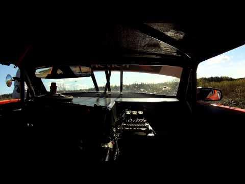 V8 Thunder Car ut i gräset i närmare 250 km/h