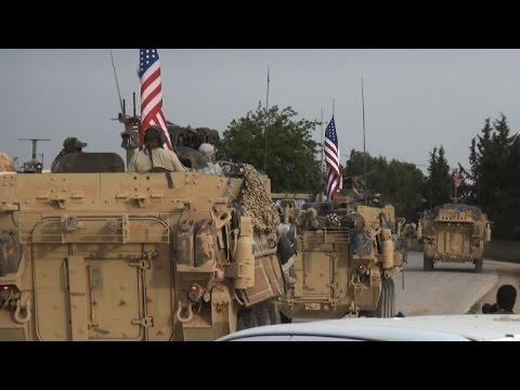 دوريات مصفحة أميركية في بلدة على الحدود السورية التركية