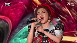 Orange hát live hit Người lạ ơi bằng tiếng Hàn cực hay tại MAMA 2018 sau khi bị trượt chân ngã