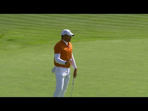 Jhonattan Vegas rolls in a 26-foot putt for eagle at Farmers