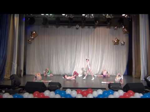 Stage contortion act