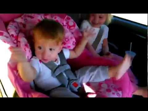 Baixar Beba se budi i igra Gangnam style (FUNNY VIDEO)