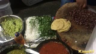 Tacos callejeros en Los Angeles CA.  (Los Poblanos)