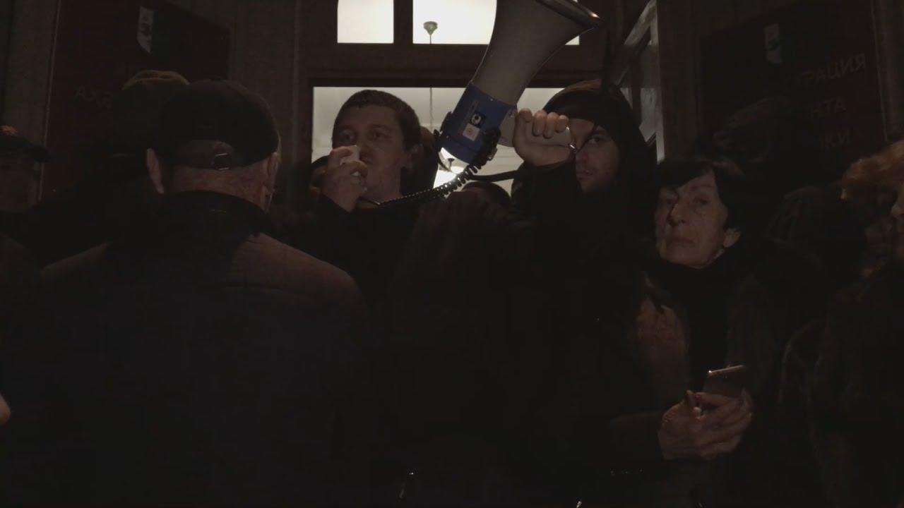 Оппозиция встретила отставку Хаджимбы стрельбой на улицах