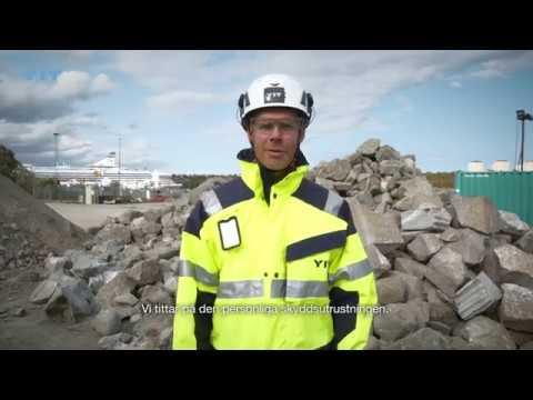 """""""Arbetsmiljön och säkerheten på våra arbetsplatser är det viktigaste för oss på YIT"""", säger Lars Stendius, VD för YIT Sverige. Se säkerhetsvideon när Lars visar och går igenom den personliga skyddsutrustningen."""