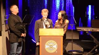 """Randy Travis Sings """"Amazing Grace"""" at Country Music Hall of Fame"""