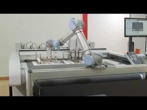 Zund UR Robot. Descarga automática. (Sign-Tronic.es)