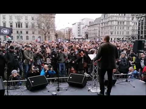 Yanis Varoufakis | Powerful speech at #FreeAssange event in London | DiEM25