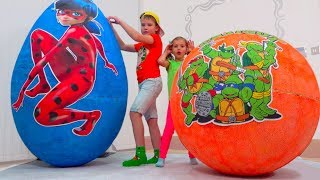 Katy and Max play with toys in GIANT surprise Eggs