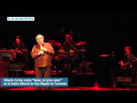 Alberto Cortez canta