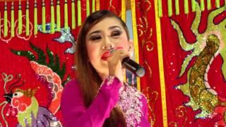 Nghệ sĩ Bình Tinh phụ diển văn nghệ đêm 15/6/2016 tại Đình Bình Đường