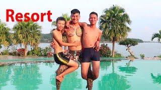 Hữu Bộ | Tắm Ở Bể Bơi Resort