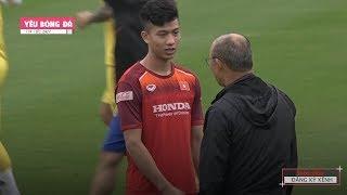 Thầy Park hỏi han Phan Văn Đức, yêu cầu học trò tập chạy 30 phút